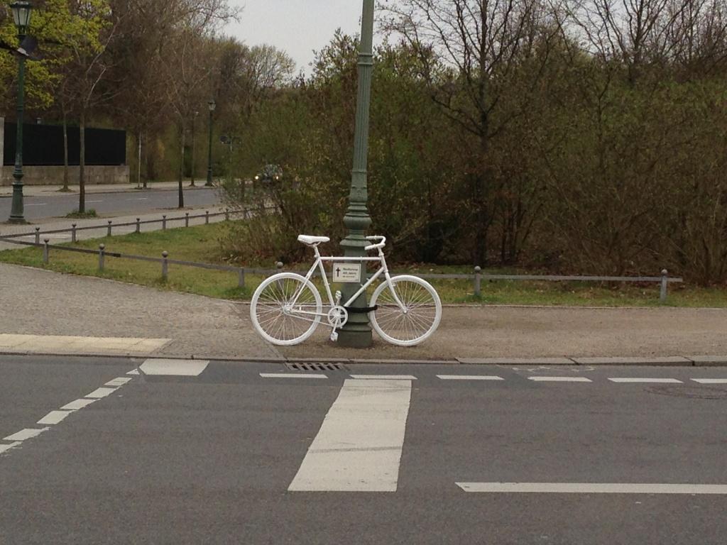 Ghost Bike in Berlin. Davon soll es in Osnabrück bald auch welche geben.