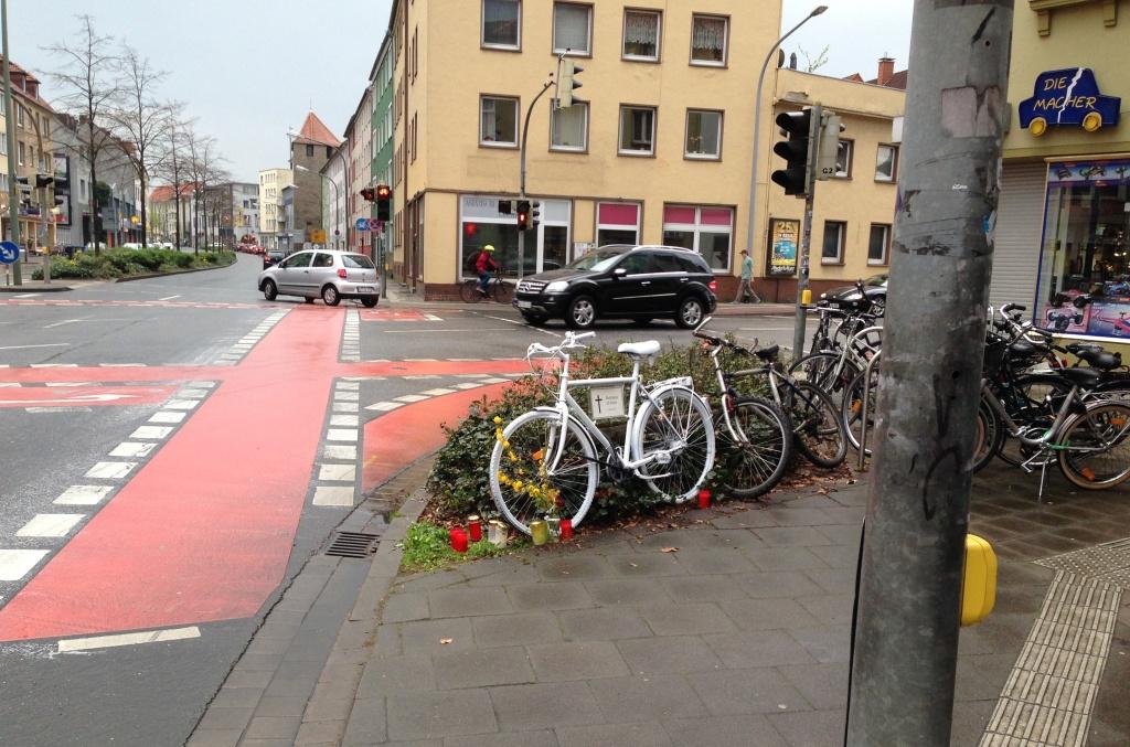 Ghost Bike Kommenderiestraße (2)