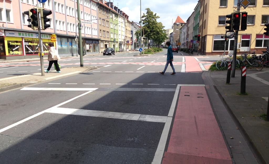 Kreuzung Kommenderiestraße neue Haltelinie