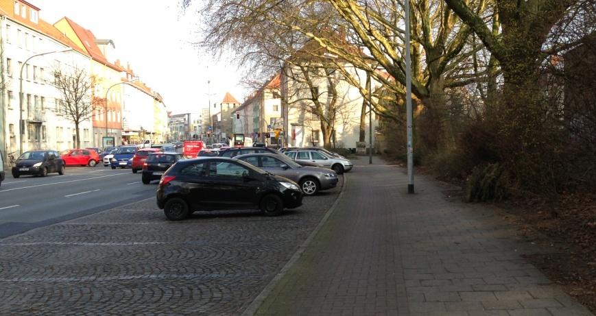Johannistorwall in Osnabrück: Hier wird die Hälfte der Parkplätze zurückgebaut, damit RadfahrerInnen endlich ins Sichtfeld des motorisierten Verkehrs rücken - auf einen Radfahrstreifen an der Fahrbahn.