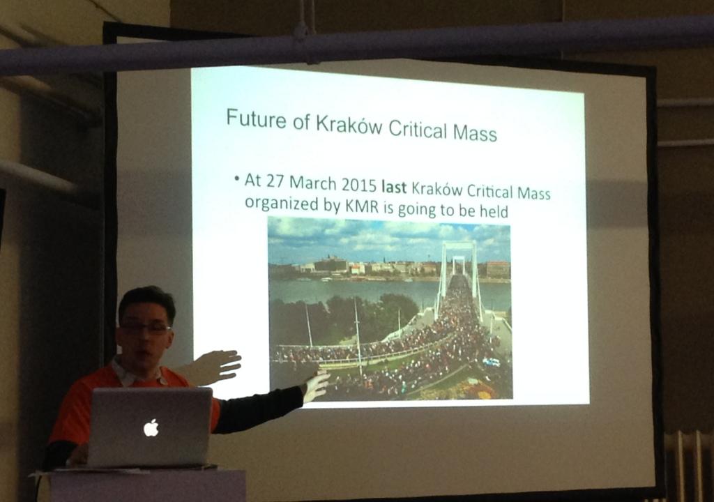 Klemens erklärt, warum die monatliche Critical Mass in Krakau eingestellt wird. Foto: dd