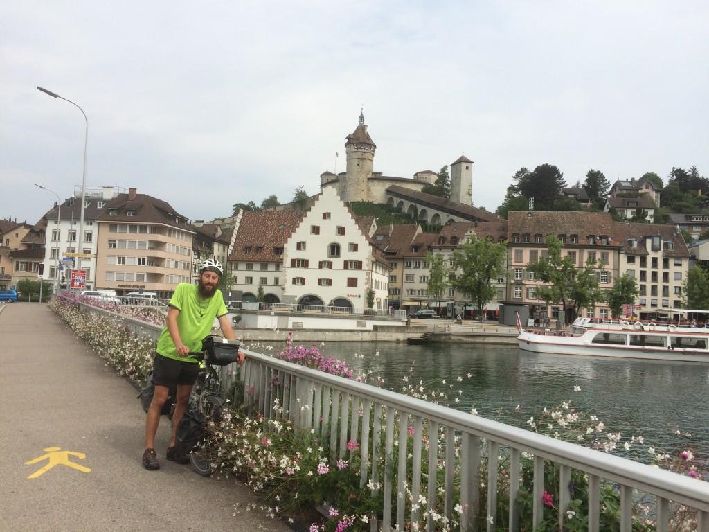 An Tag 4 fuhr Felix auf der 157 Kilometer langen Etappe von Konstanz nach Basel u.a. durch Schaffhausen. Foto: Felix Mödl