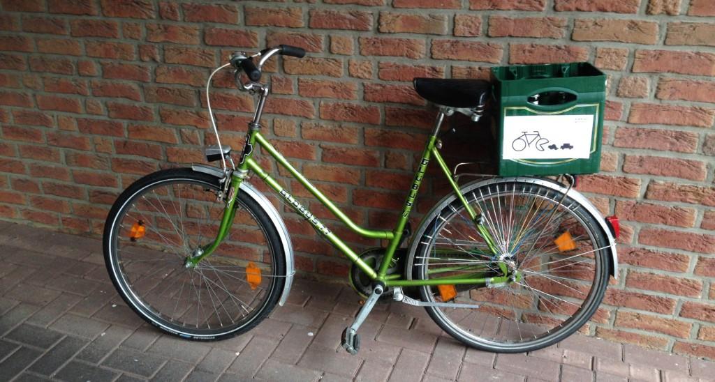 Mein neues CM-Rad! 11er-Kasten auf den Gepäckträger, ein paar Bildchen ran, fertig. ;-)