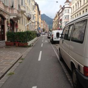 Gegenverkehr und Autotüren...