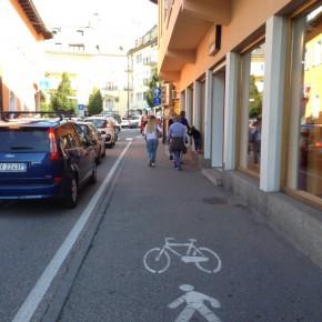 Hier darf man Radfahrer und Fußgänger einfach nicht zusammen führen.