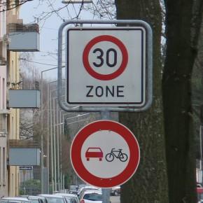 [Gastbeitrag] Pilotprojekt in Karlsruhe verbietet das Überholen von Radfahrern