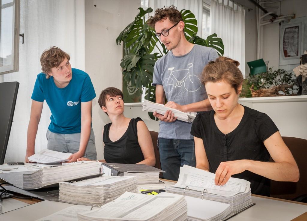 Auszählung der abgegebenen Unterschriften für den Antrag zur Einleitung des Volksbegehrens. Foto: Volksentscheid Fahrrad/Norbert Michalke