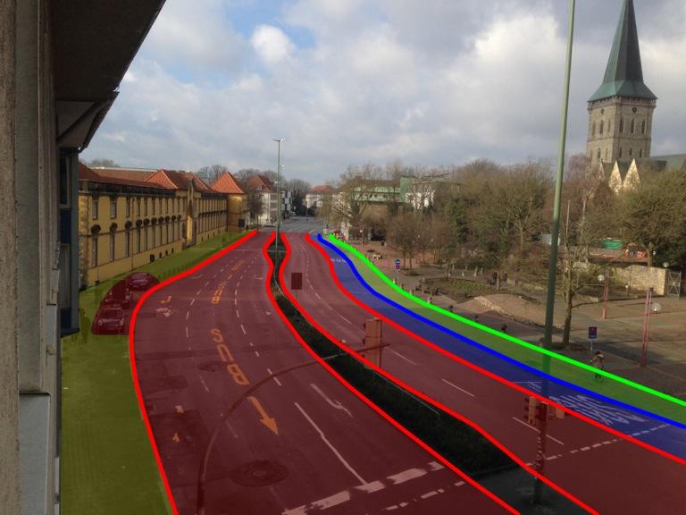 Die Markierungen zeigen, wie viel Fläche den verschiedenen Verkehrsteilnehmern zugesprochen werden: rot = Auto, blau = Bus, grün = Radfahrer + Fußgänger, gelb = Fußgänger.