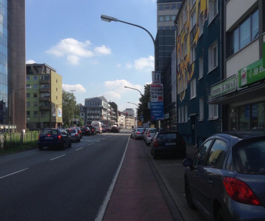 Wer fährt hier schon gerne auf dem Radfahrstreifen?