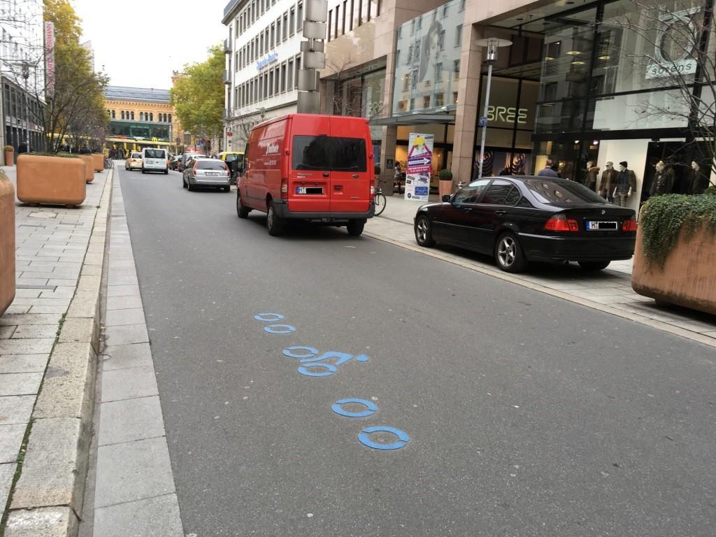 Die blauen Markierung zeigen den Ring um die Fußgängerzone in Hannover. Osnabrück wird bald ein ähnliches Leitsystem für den Radverkehr bekommen.