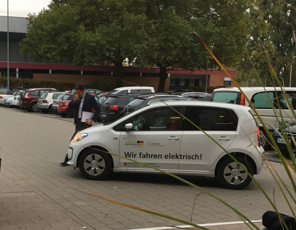 Verkehrsminister Olaf Lies kommt leider mit dem Auto zur Fahrrad-Fachtagung.