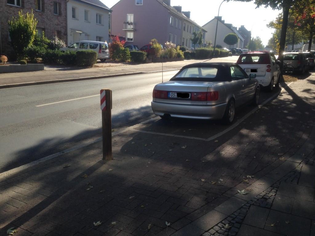 Hier hat sich immer noch ein weiteres Auto hintergeklemmt...