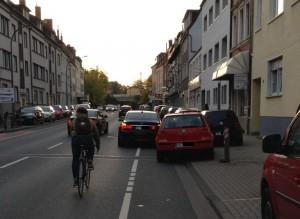 Lästig und zuweilen gefährlich. Radwegparker in Osnabrück.