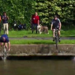 Frankfurts Radfahrer gehen baden
