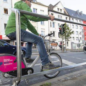 Bochum testet Haltebügel für Radfahrer