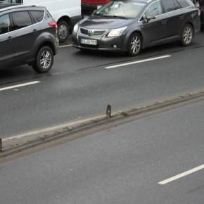 Protected bike lane statt Parkstreifen!