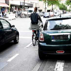 Anzeigen-Flashmob gegen Radwegparker in Köln