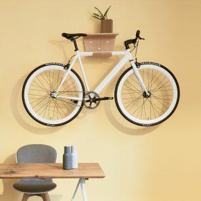 Wandhalterungen setzen das Fahrrad in Szene
